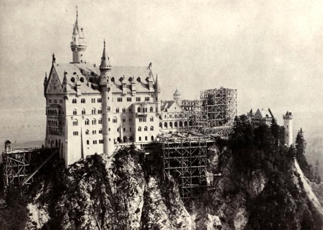 Замок Нойшванштайн троительство