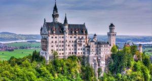 замок нойшванштайн летом